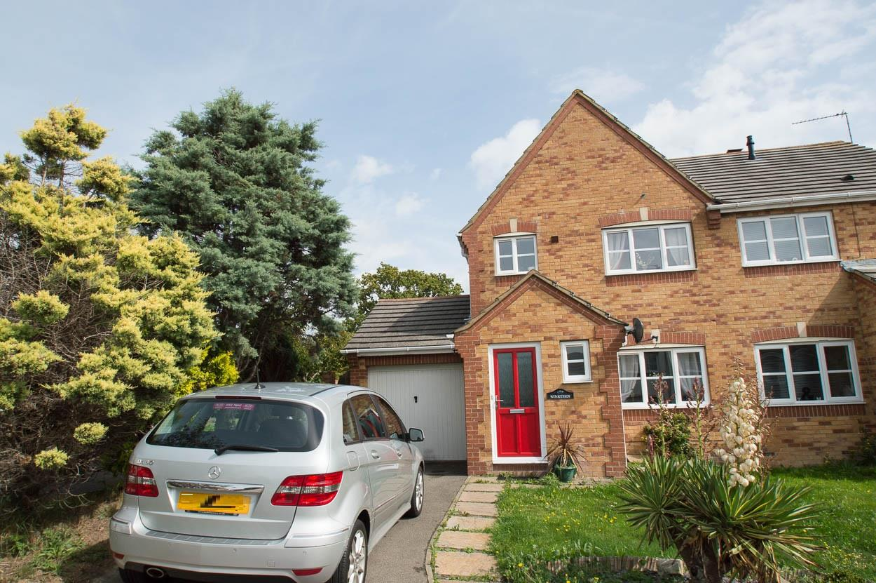 3 Bedrooms Semi Detached House for sale in Lavant Road, Stone Cross, Pevensey